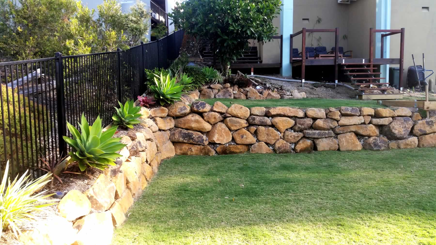 gold coast bush rock retaining walls