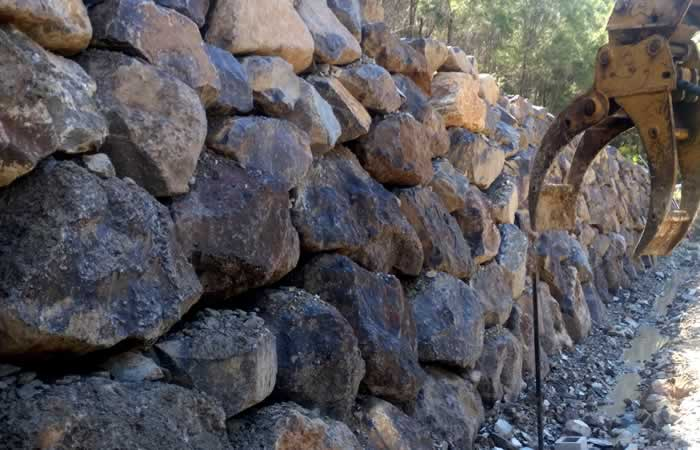 large gold coast rock retaining wall builder